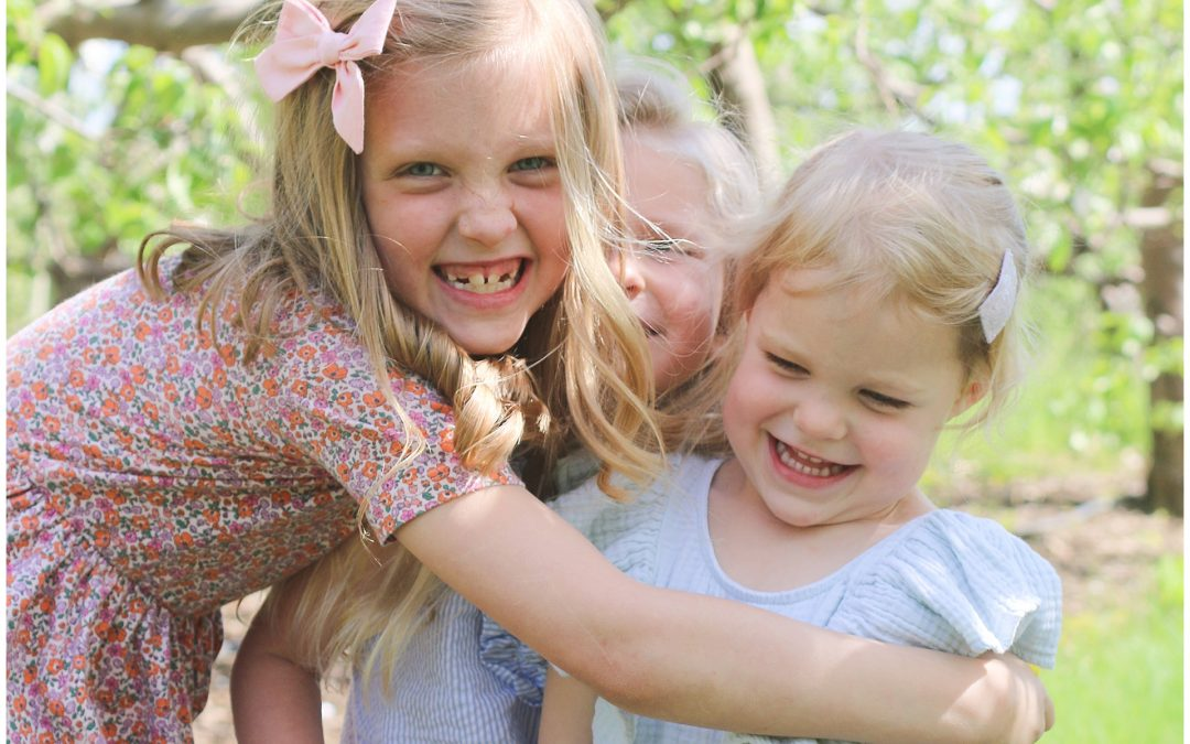 NEW HAMPSHIRE FAMILY PHOTOGRAPHER | COUSINS AT CIDER HILL FARM
