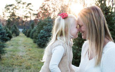 NEW HAMPSHIRE FAMILY PHOTOGRAPHER | CHRISTMAS TREE FARM MINI SESSIONS